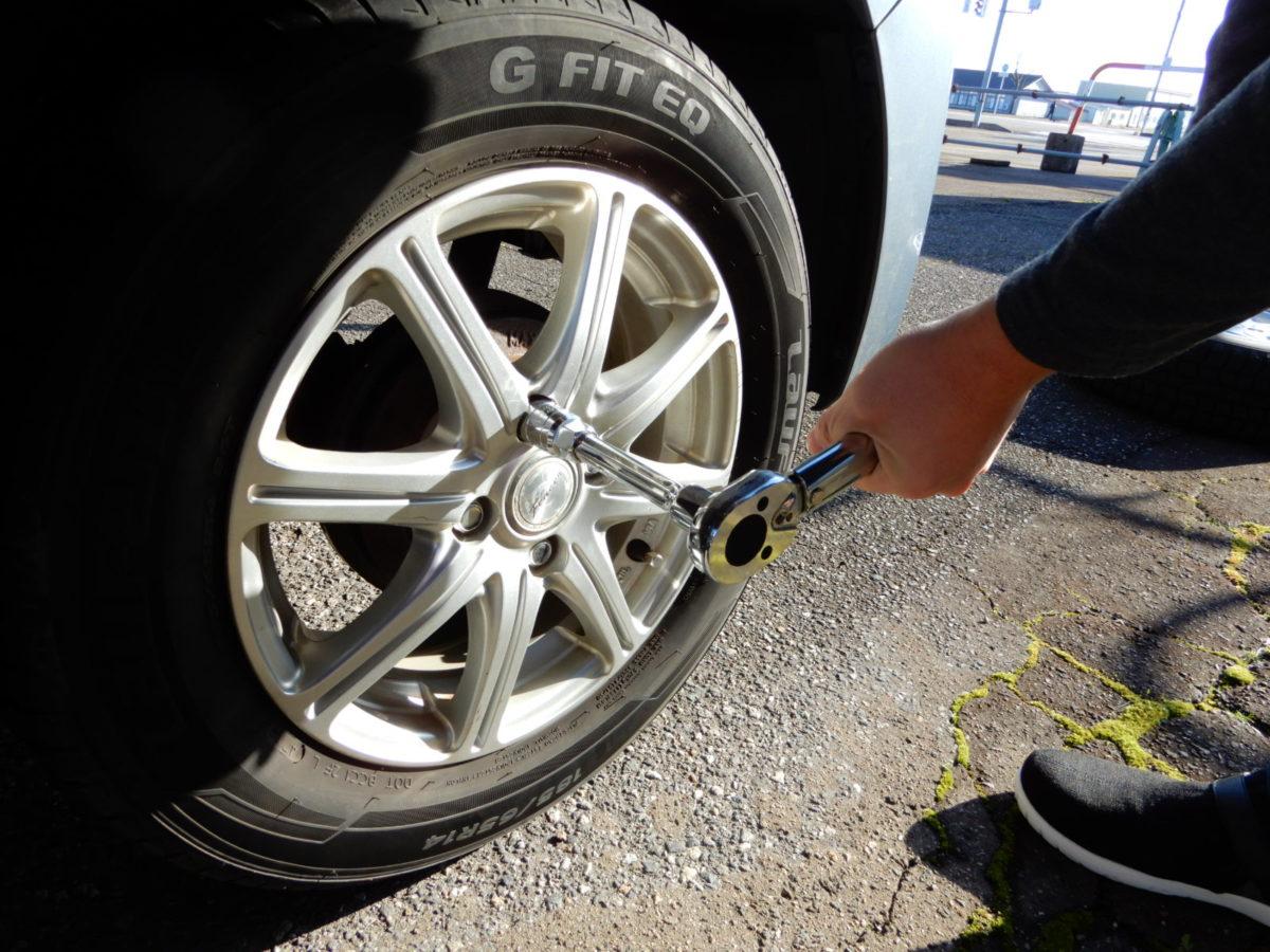 倅の車タイヤ交換