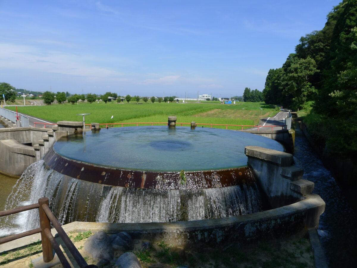 東山円筒分水槽